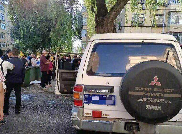 哈尔滨市香坊区建北街车祸 一越野车连撞5人